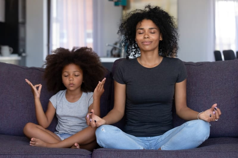 woman and daughter meditating - how long to meditate